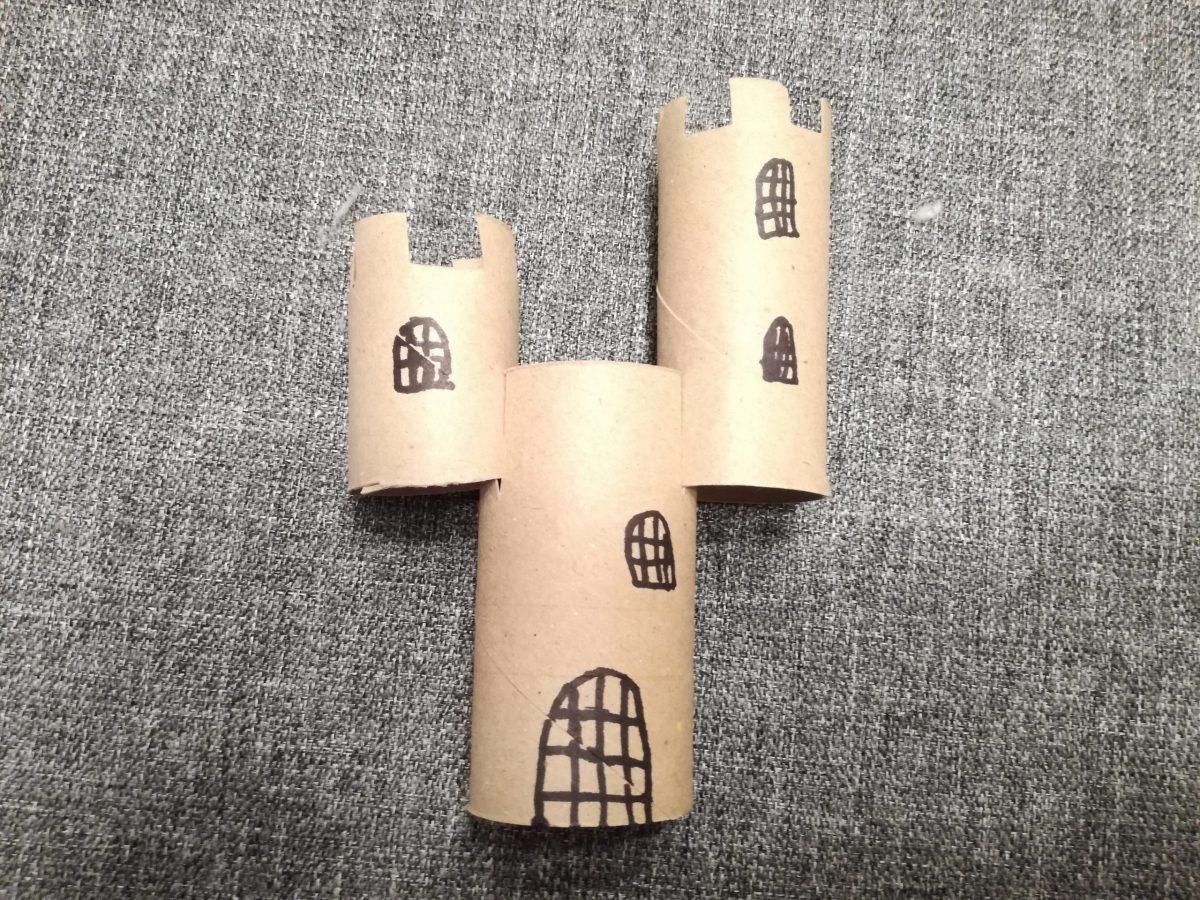Castillo sencillo con tubos de cartón