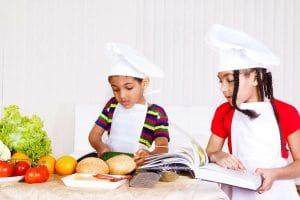 Enseñar a los niños a cocinar