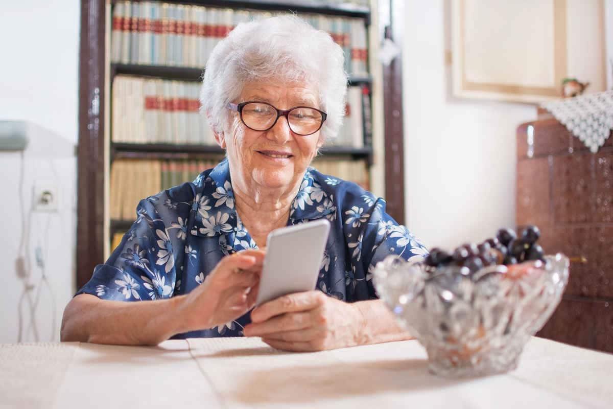Escoger el mejor teléfono para personas mayores