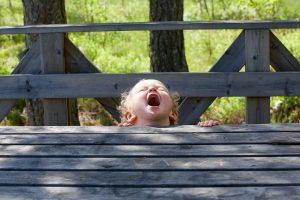 Cómo enseñar a un bebé a no gritar