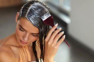 Cómo aplicar un tinte capilar en casa