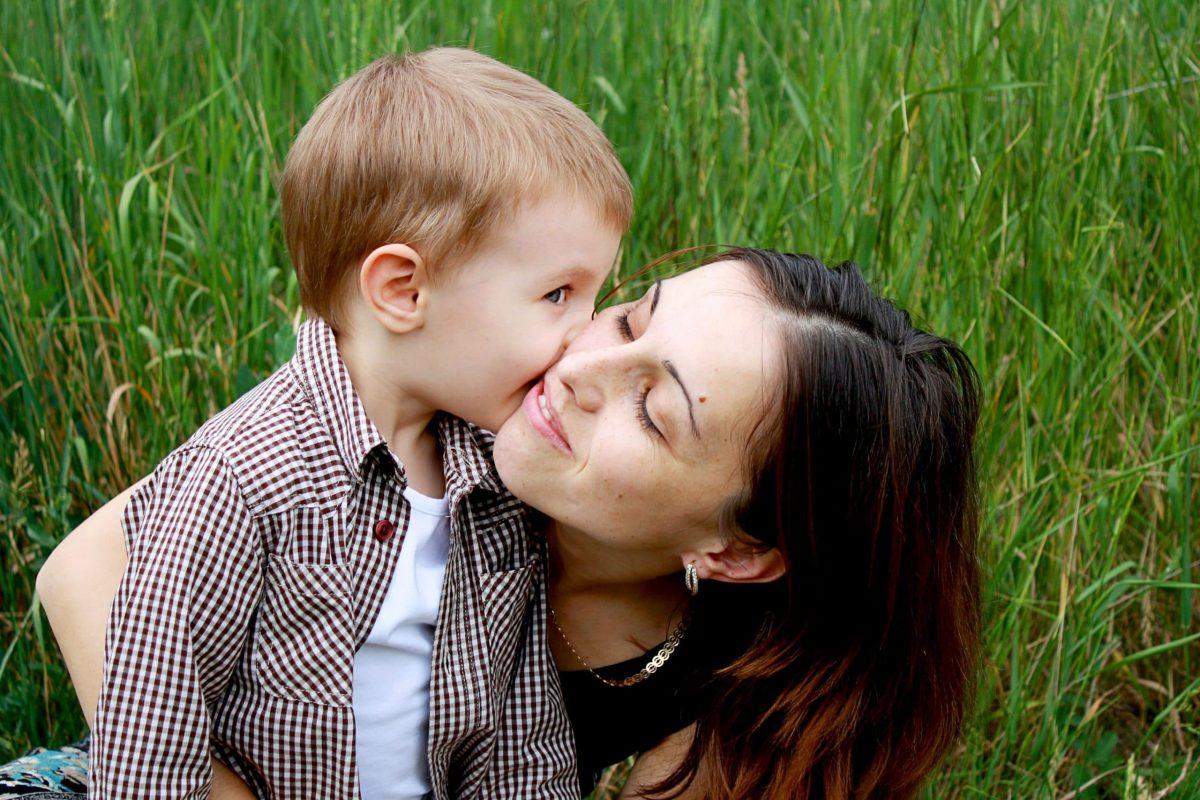 besos hijos padres