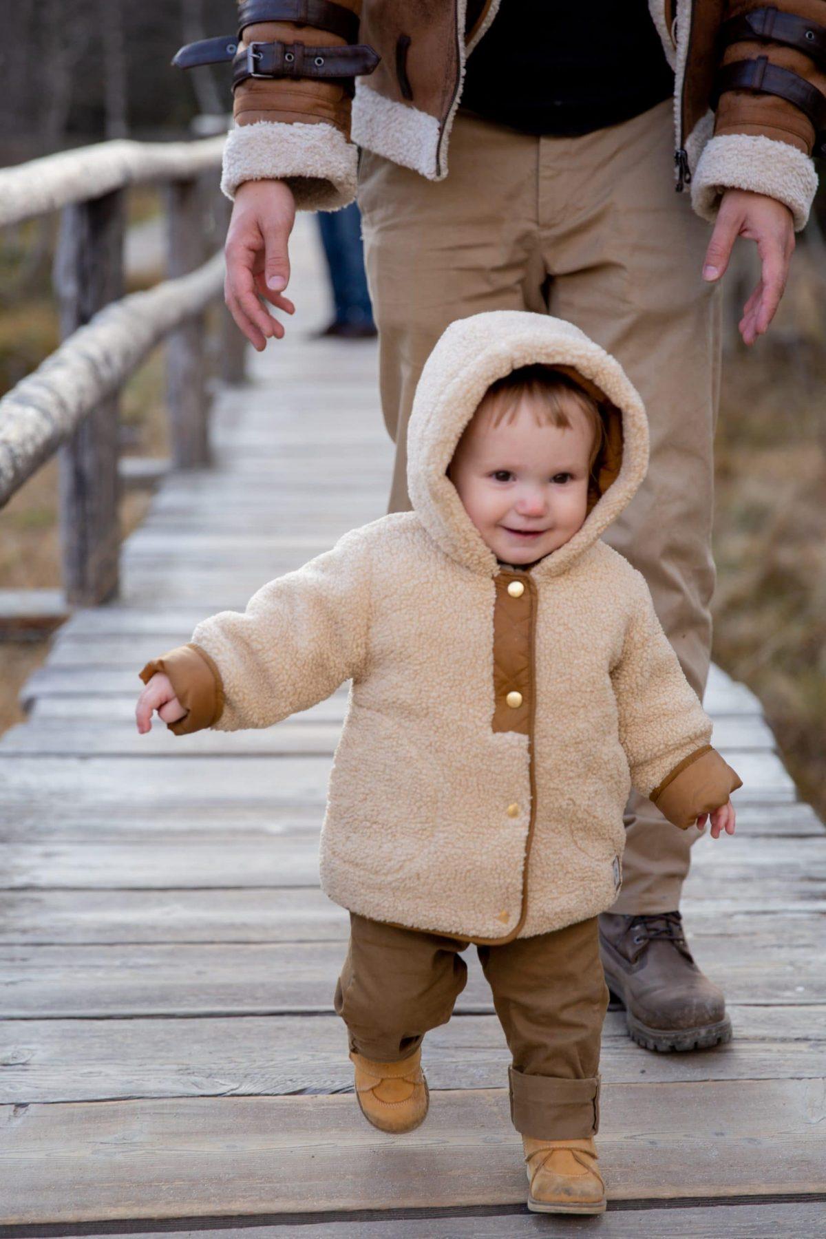 enseñar a su bebé a caminar