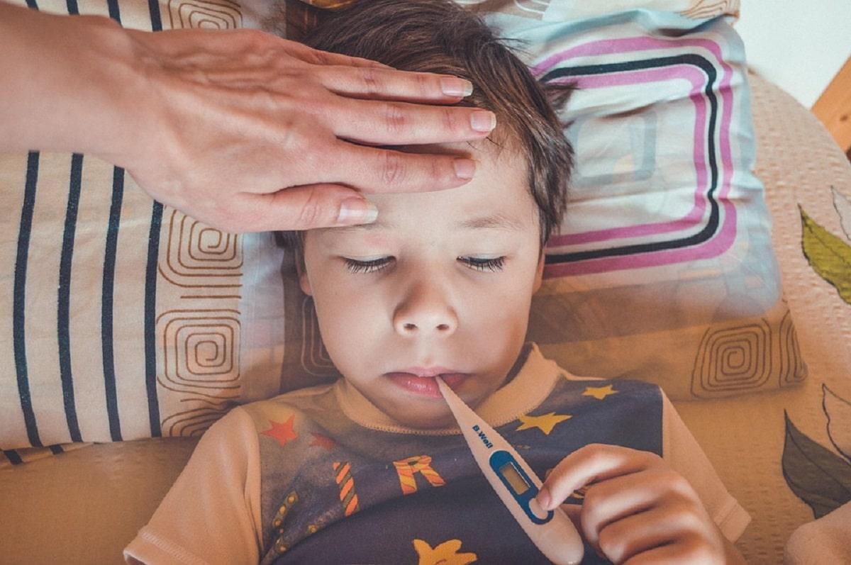 Mi hijo tiene fiebre y los pies frios