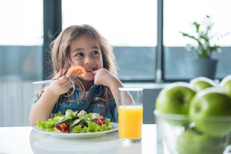 Cómo cuidar la dieta de un niño vegetariano