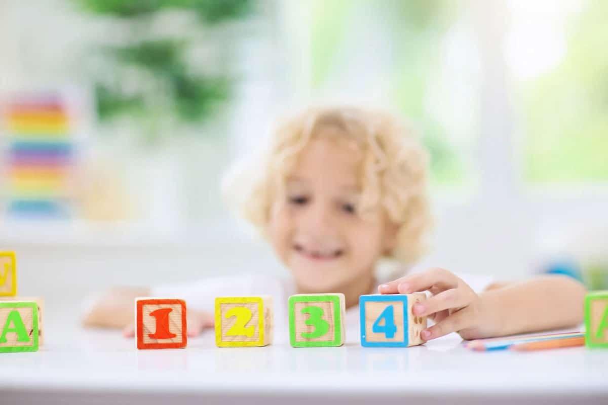 Cómo enseñar a mi hijo ingles en casa