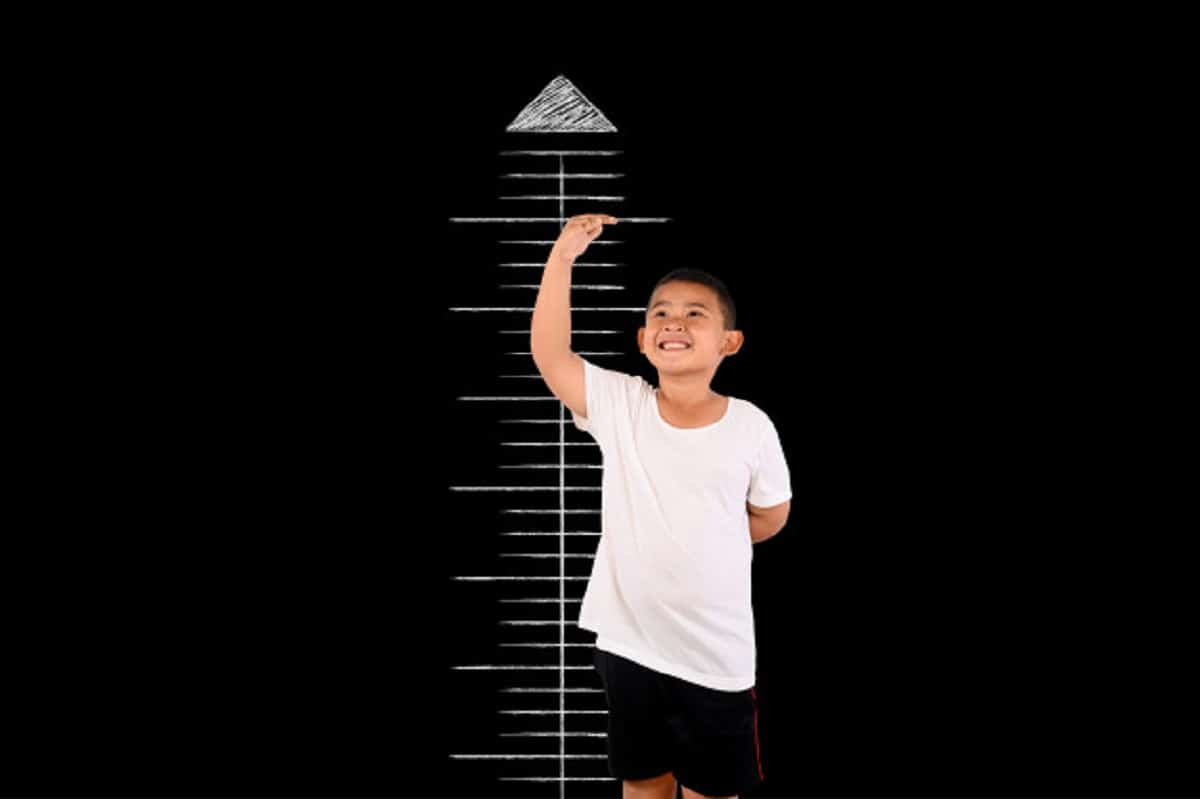 ¿Es mi hijo bajo de estatura?