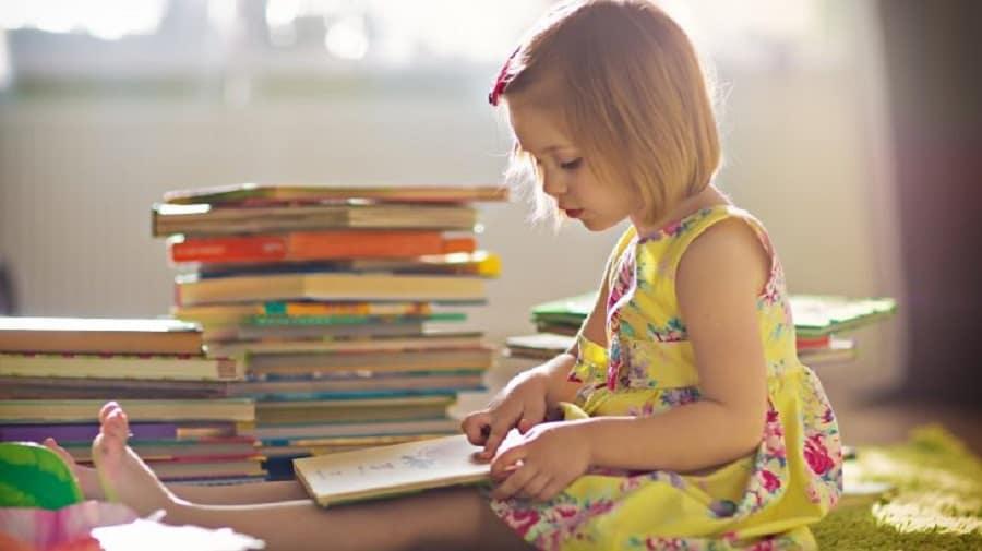 niña regalo libros