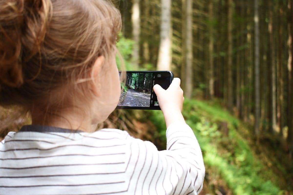 Enseñar a los niños a usar un móvil