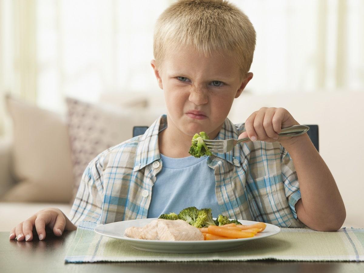 Cómo hacer que mi hija coma frutas y verduras