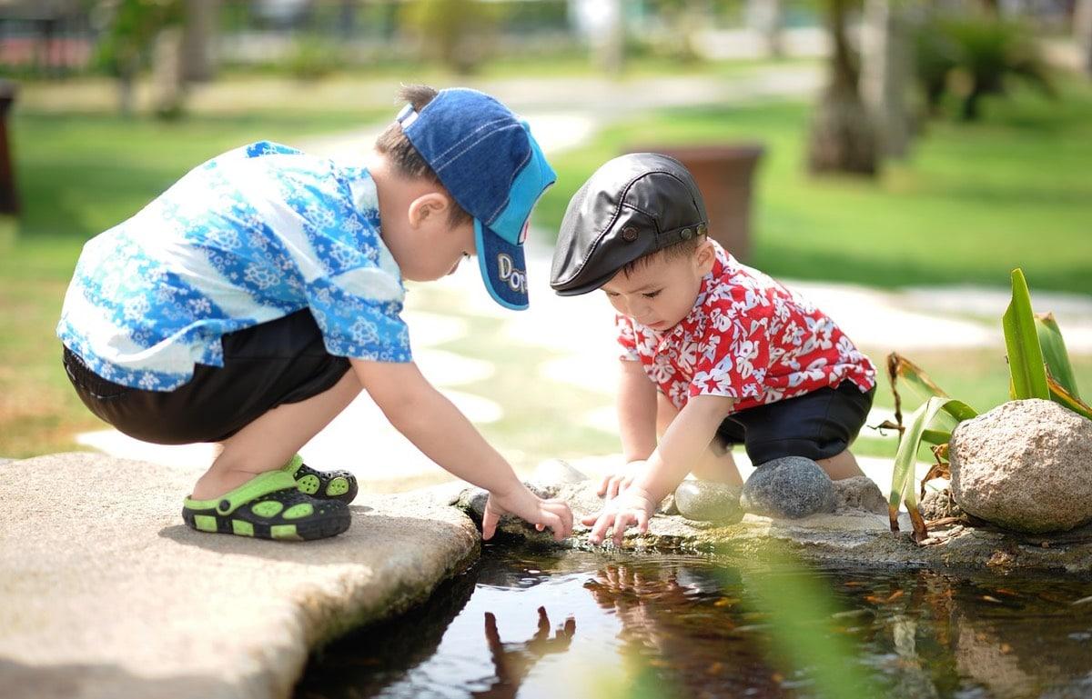 Los niños juegan y aprenden