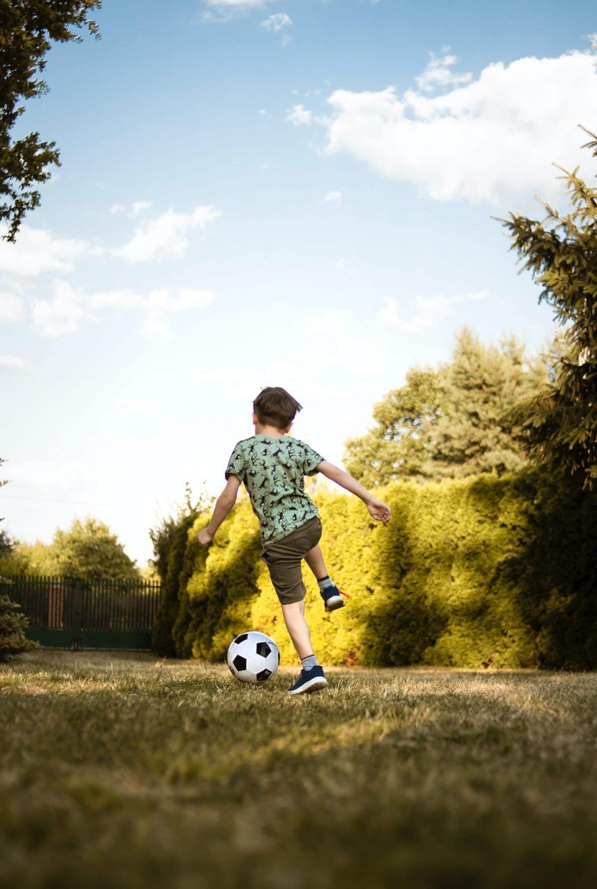 Cómo enseñar a mi hijo a jugar al fútbol