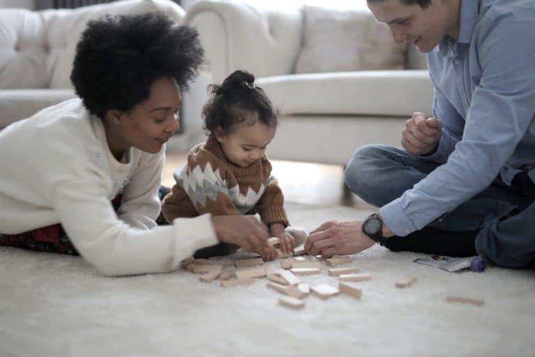 Cómo jugar con los niños de un año