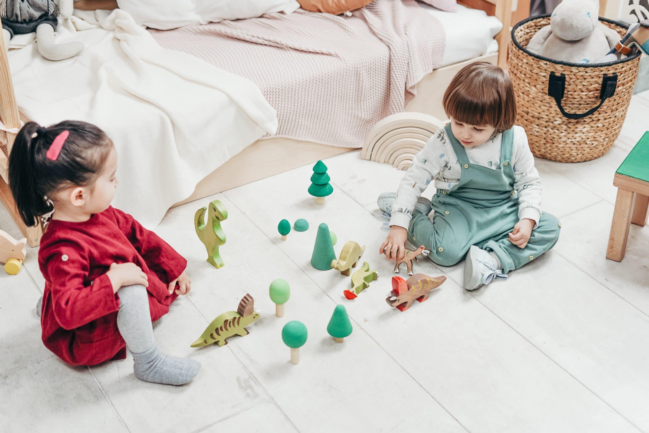 Cómo hacer que mi hijo comparta sus juguetes