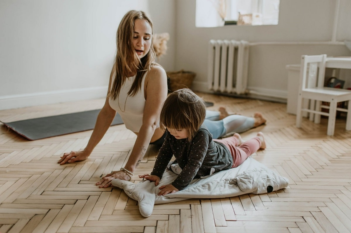 Hacer ejercicio en casa con niños