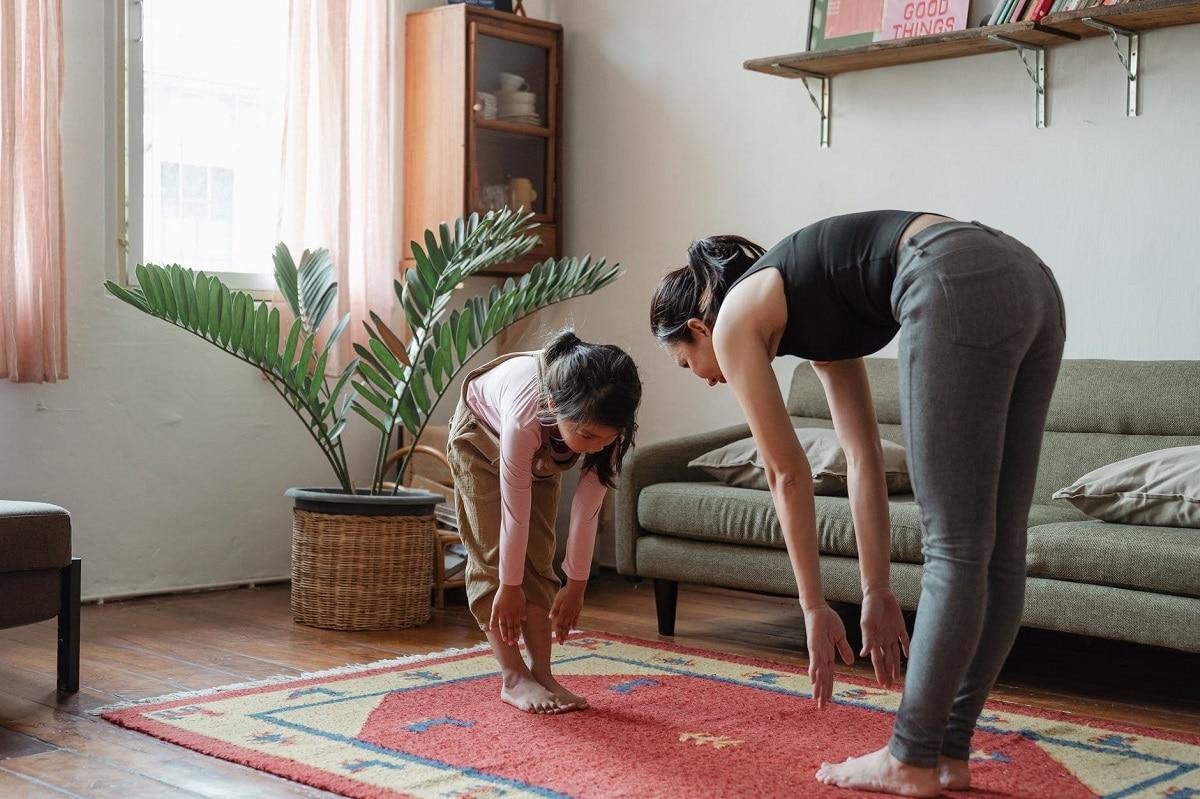 hacer ejercicio con niños en casa