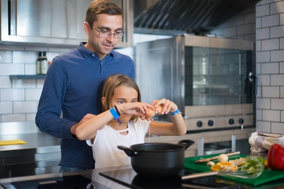 Enseñar a los hijos a cocinar