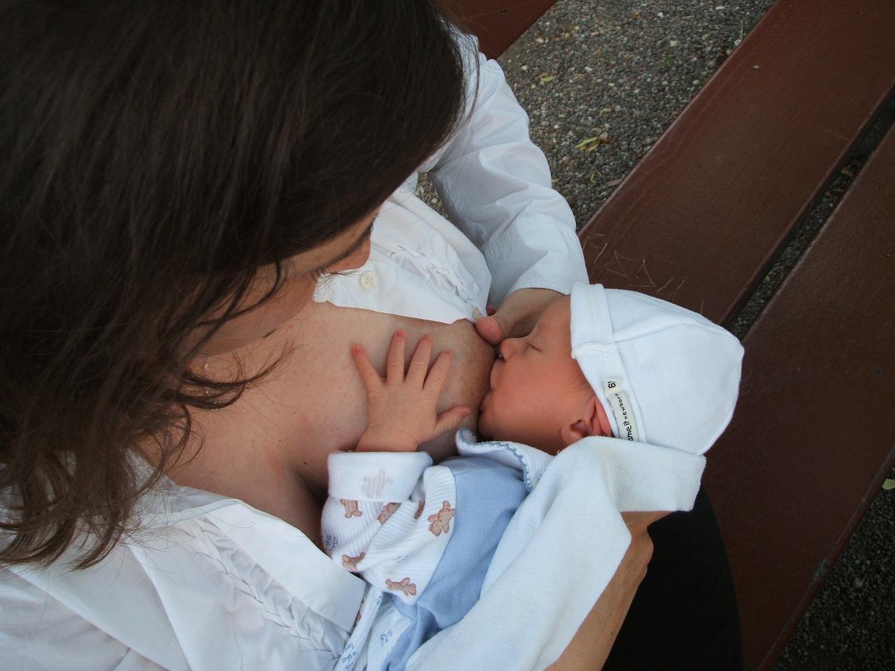 Bebé amamantar eructo